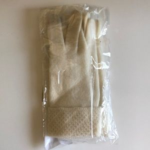 Cream cashmere gloves